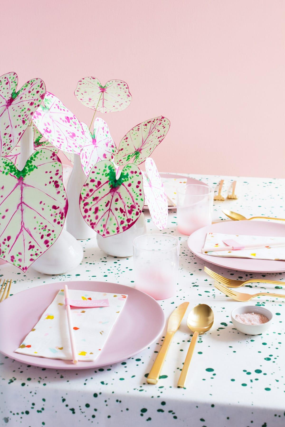 photo de la façon dont l'usine de papier de bricolage avec les fournitures de fête Sugar & Cloth par la meilleure blogueuse de mode de vie de Houston Ashley Rose de Sugar & Cloth
