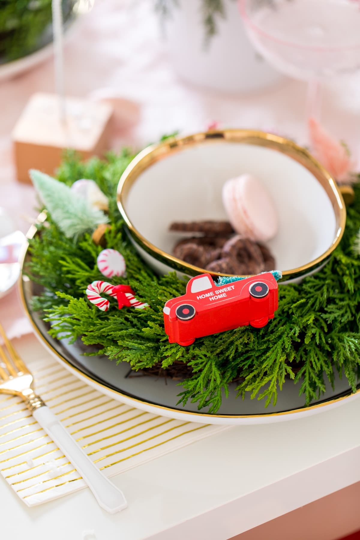 Holiday Table Decor Idea Hostess Gift Guide by Houston lifestyle blogger Ashley Rose of Sugar and Cloth -- #giftguide #chirstmas #entertaining #holidayentertaining #presents