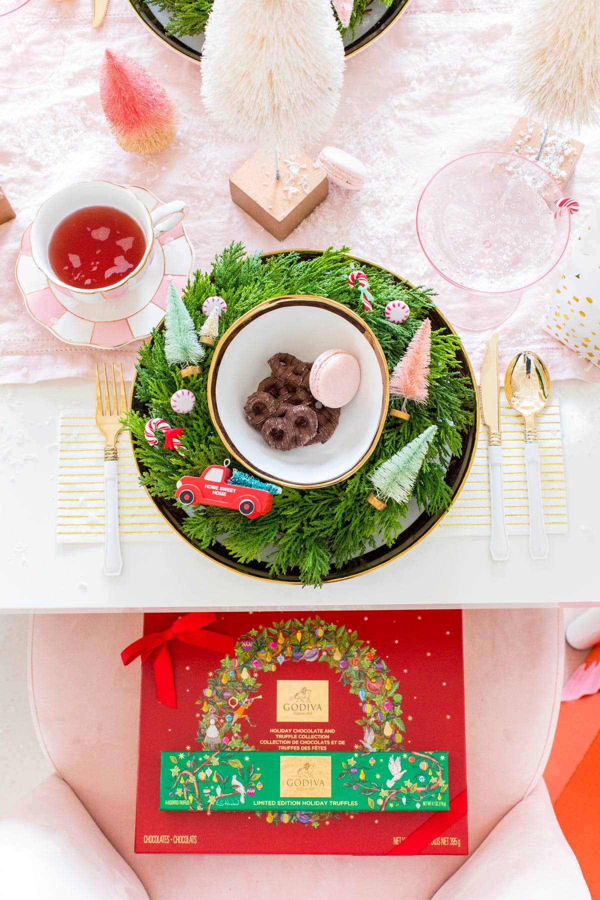 Holiday Table Setting Hostess Gift Guide by Houston lifestyle blogger Ashley Rose of Sugar and Cloth -- #giftguide #chirstmas #entertaining #holidayentertaining #presents