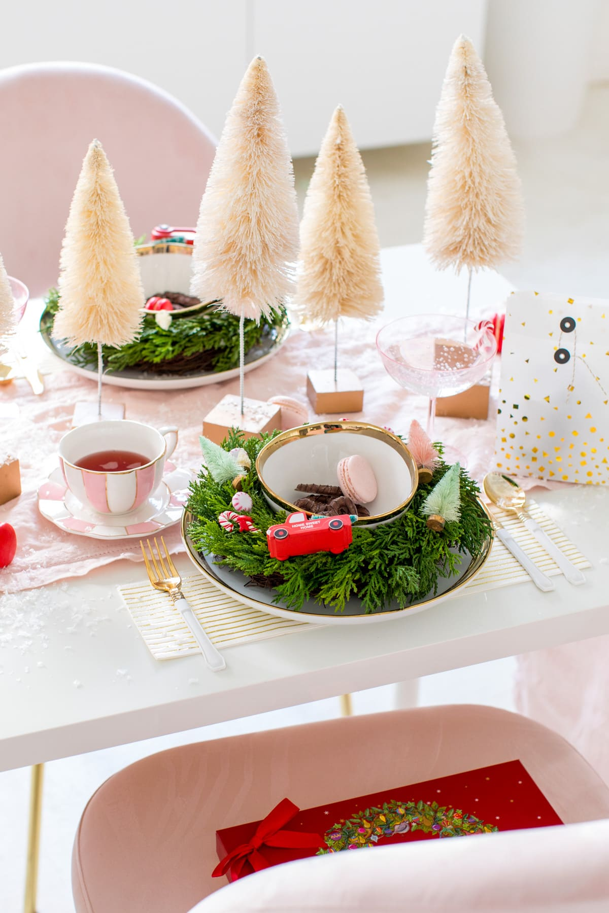 Christmas Table Settings Hostess Gift Guide by Houston lifestyle blogger Ashley Rose of Sugar and Cloth -- #giftguide #chirstmas #entertaining #holidayentertaining #presents