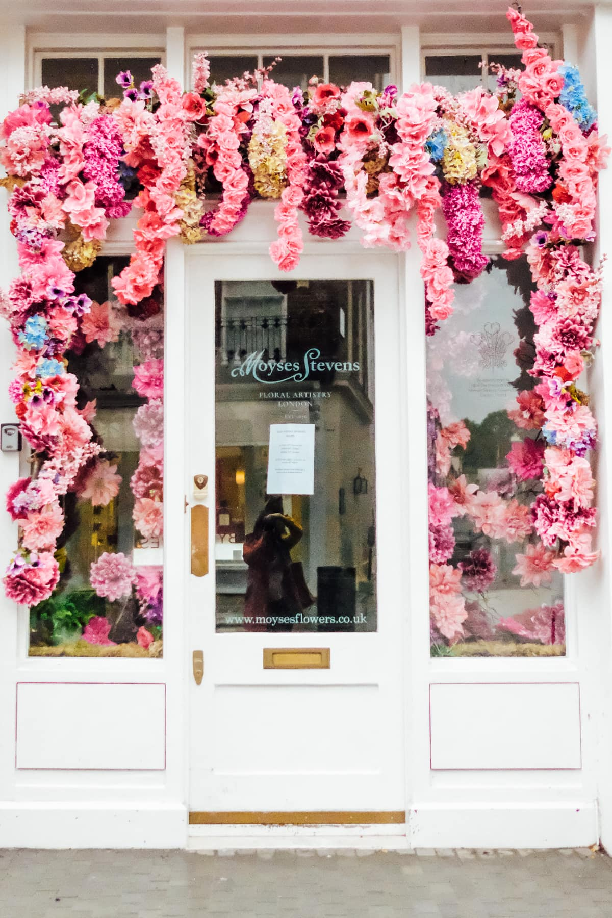 Gorgeous flower wall entrance! Photos of Our British Isles Cruise with Family! | Part 1 # travel #familytravel #cruise #decor #design #britishisles