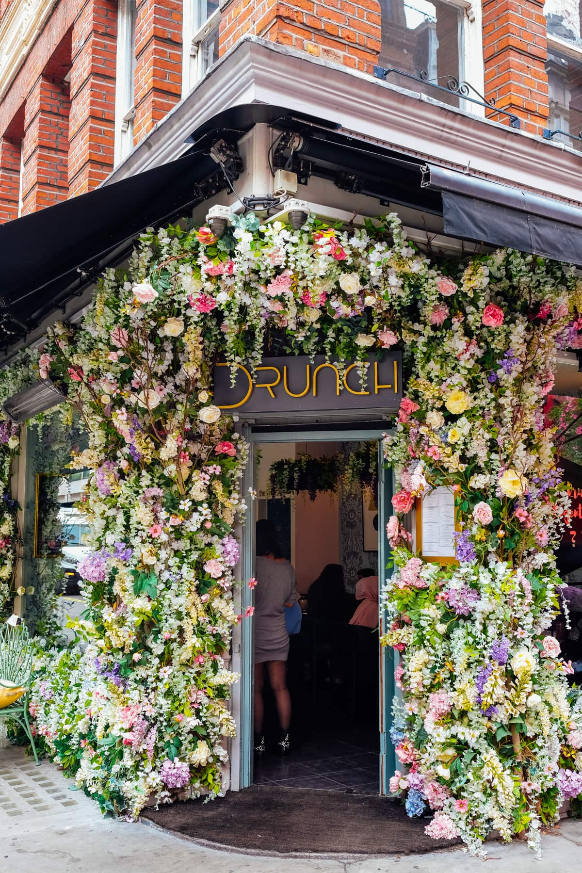 Gorgeous Drunch entrance in London! Photos of Our British Isles Cruise with Family! | Part 1 # travel #familytravel #cruise #decor #design #britishisles