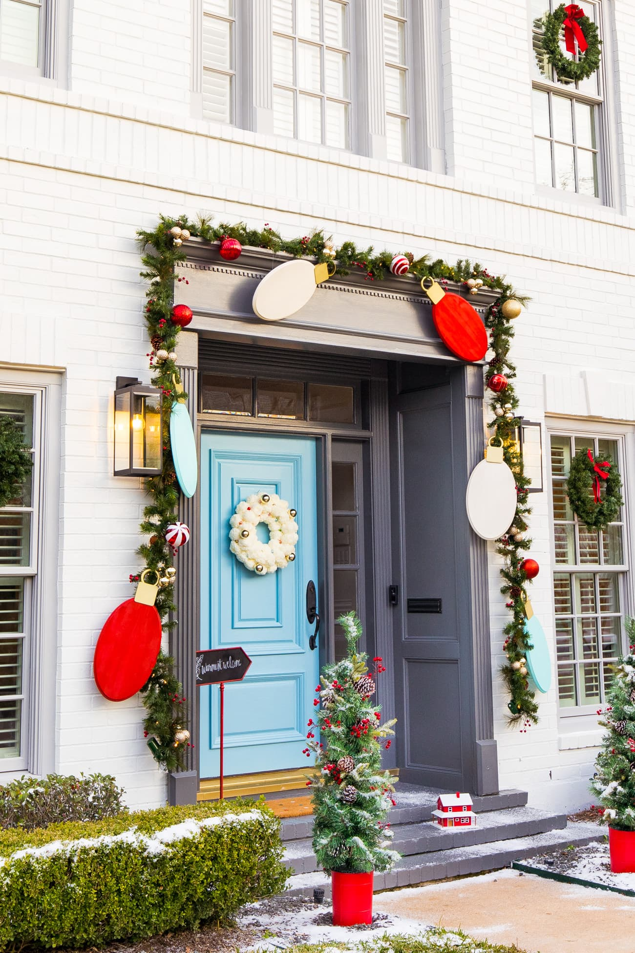 jumbo light bulb garland - Jumbo Lights Outdoor DIY Christmas Decorations! by top Houston lifestyle blogger Ashley Rose of Sugar & Cloth #DIY #howto #christmas #holidays #decorations #decor #home #frontdoor #entrance