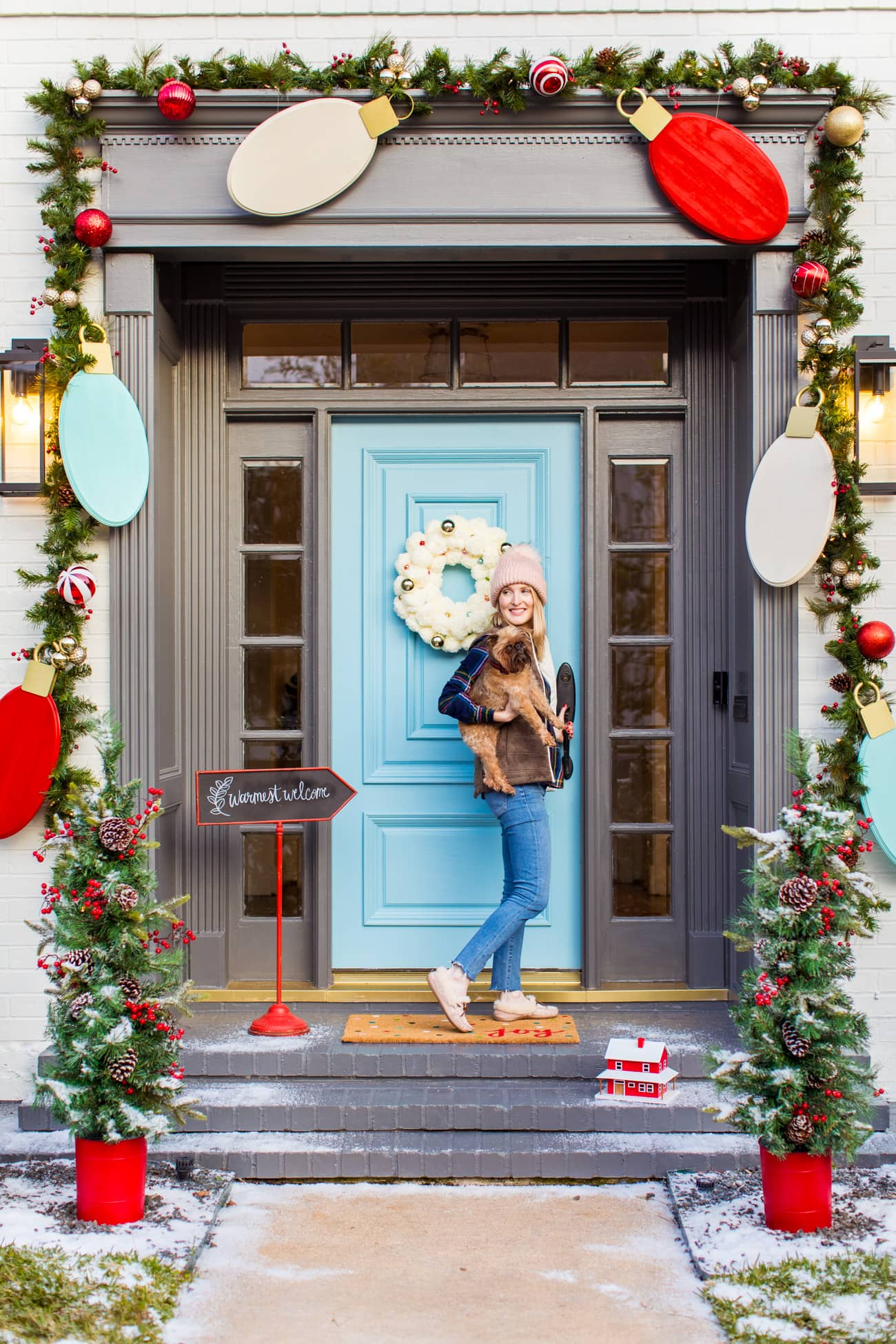 Welcome home to the cutest holiday front door! Jumbo Lights Outdoor DIY Christmas Decorations! by top Houston lifestyle blogger Ashley Rose of Sugar & Cloth #DIY #howto #christmas #holidays #decorations #decor #home #frontdoor #entrance