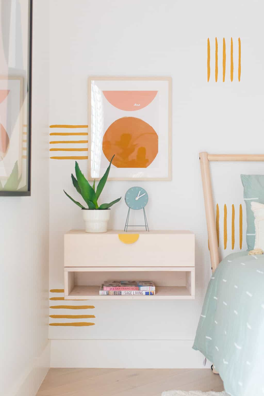 Want to know how to paint an accent wall thats simple and still packs a statement? I'm sharing the how to for our guest bedroom makeover and statement wall and it's so easy to do! by top Houston lifestyle blogger Ashley Rose of Sugar & Cloth #design #interiors #decor #homedecor #makeover