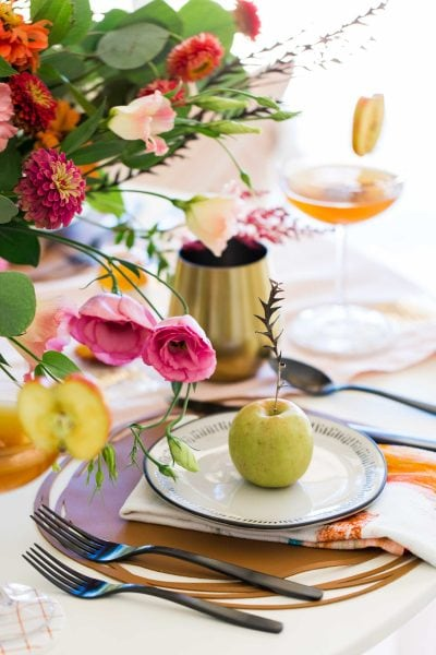 picture of an apple fall place setting by sugar and cloth