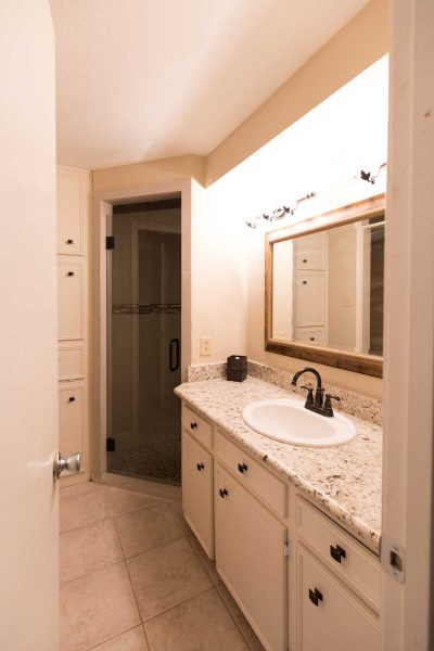photo of our guest bathroom before remodel