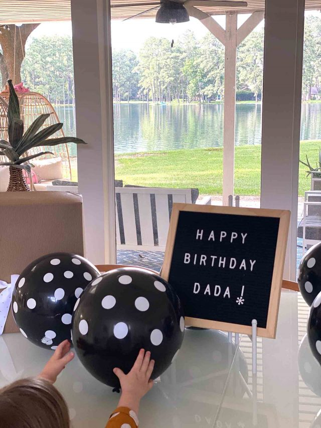 photo of a happy birthday daddy sign
