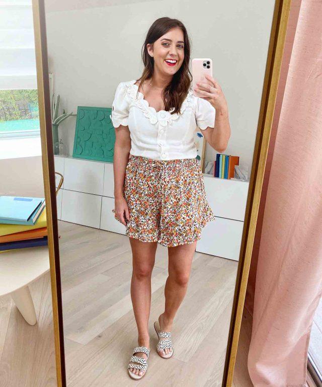 ashley of sugar and cloth in mirror selfie