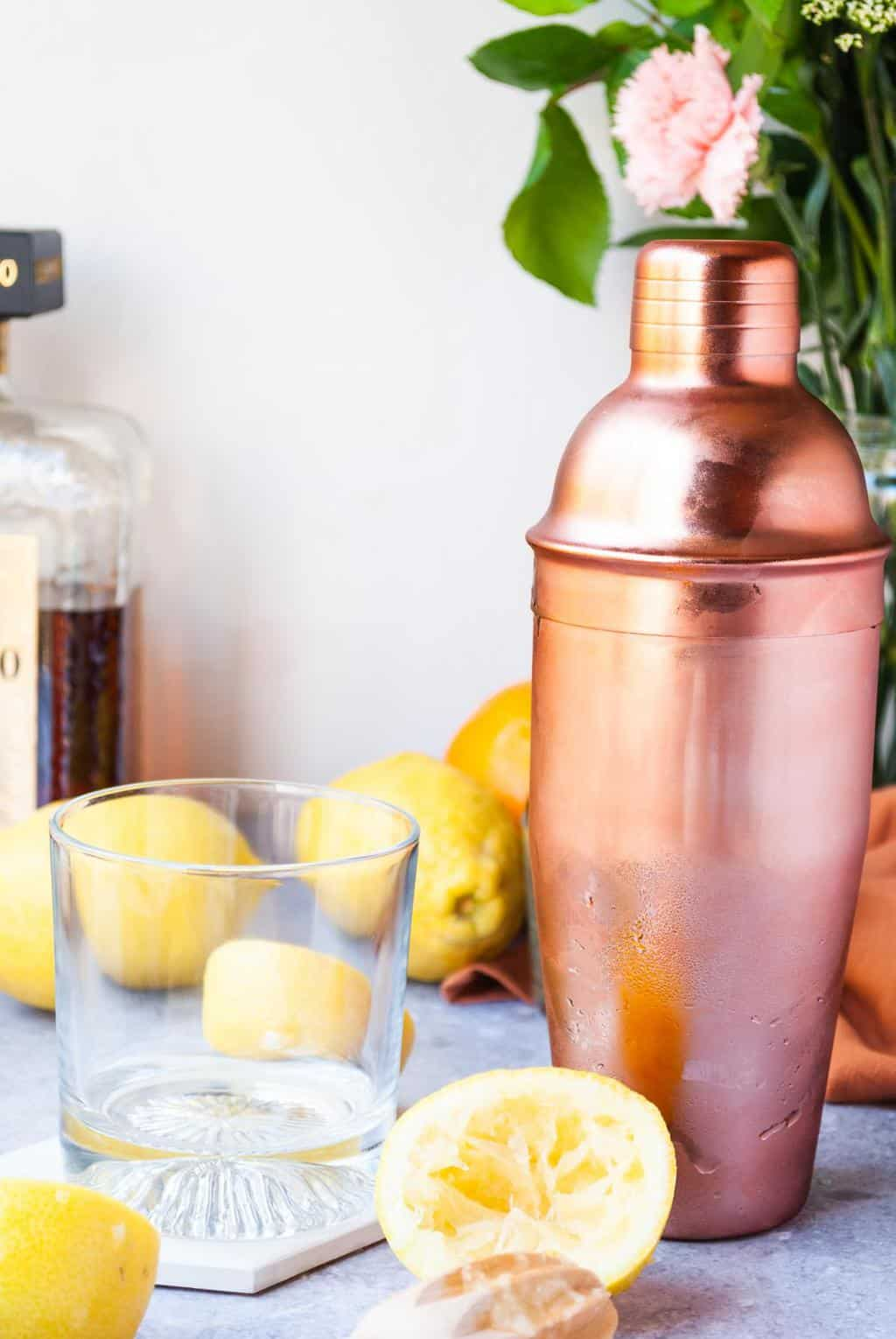 Recipes for Amaretto Sour - a photo of tools used to make the Amaretto Sour.