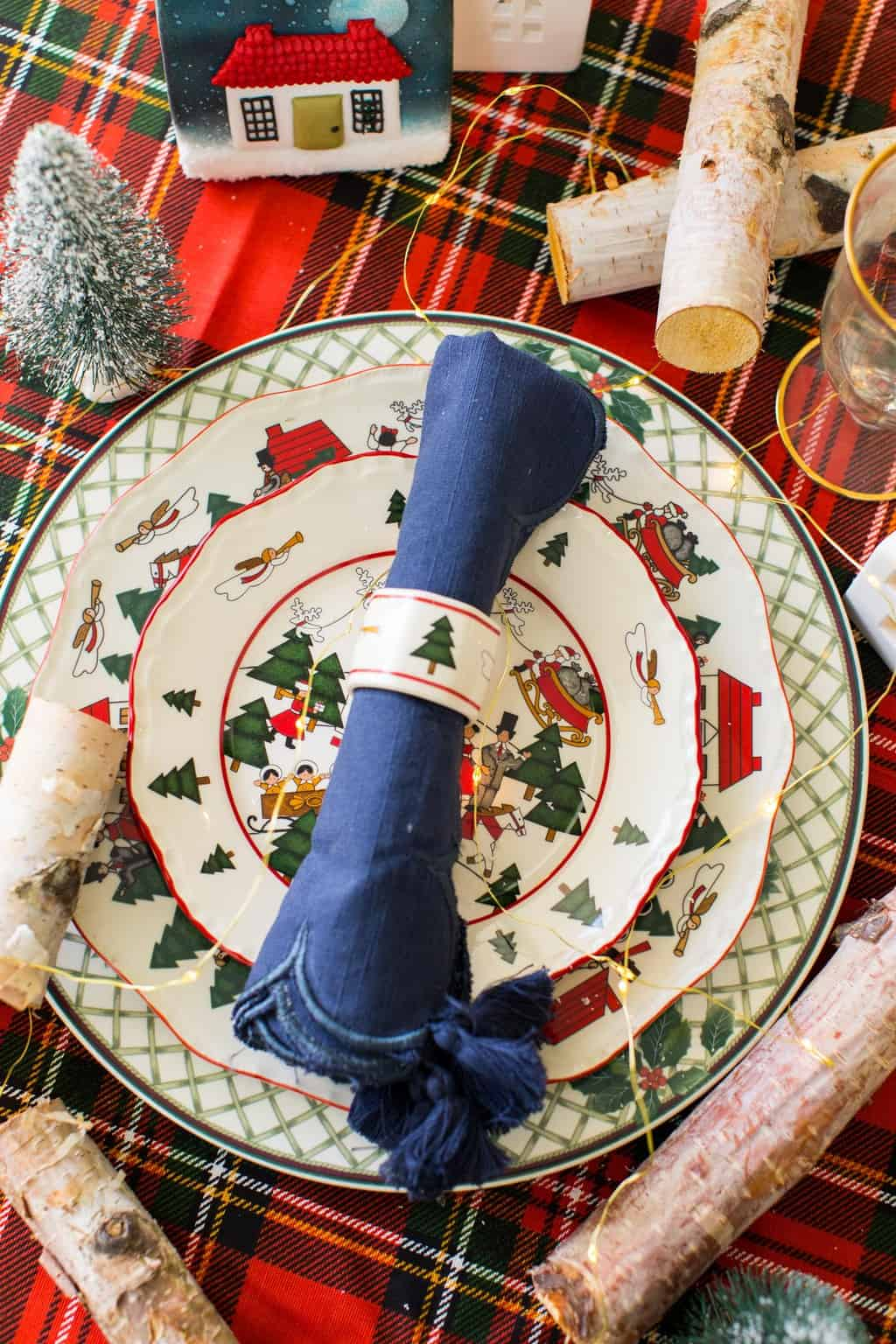 Christmas aesthetic - photo of a traditional Christmas plate setting by Ashley Rose of Sugar & Cloth