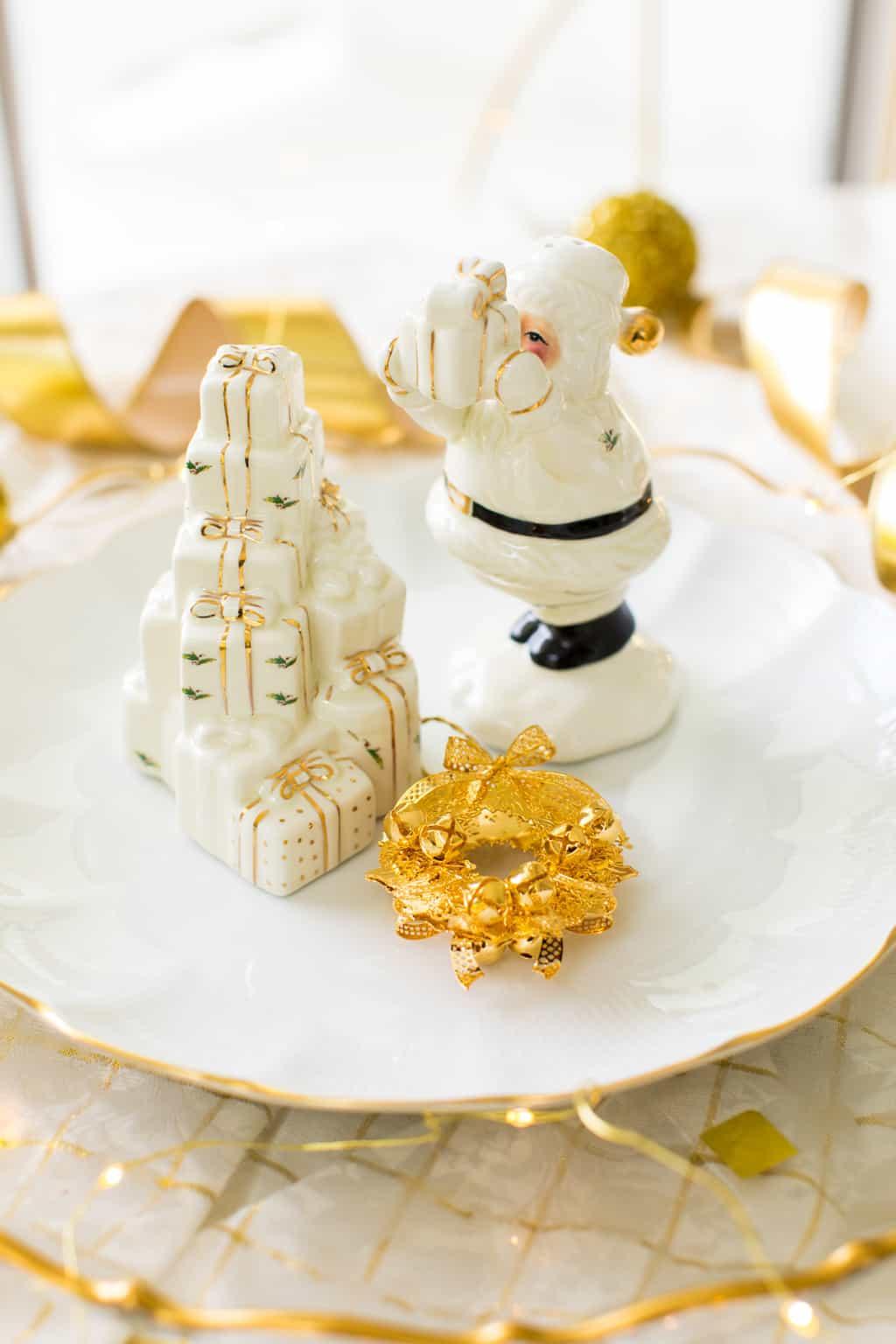 Classic Gold & White Christmas Aesthetic - Santa salt and pepper shakers