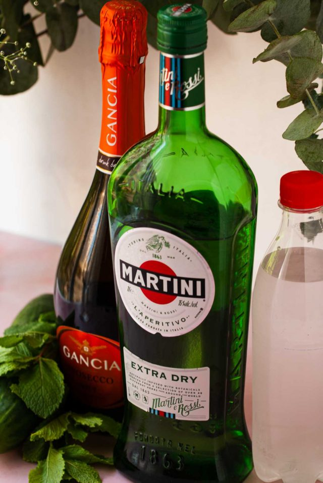 cocktails with martini - ingredients needed to make a martini spritz