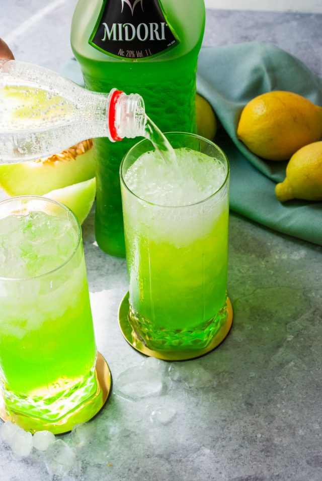 midori sour recipe - splashing soda on the midori sour drink