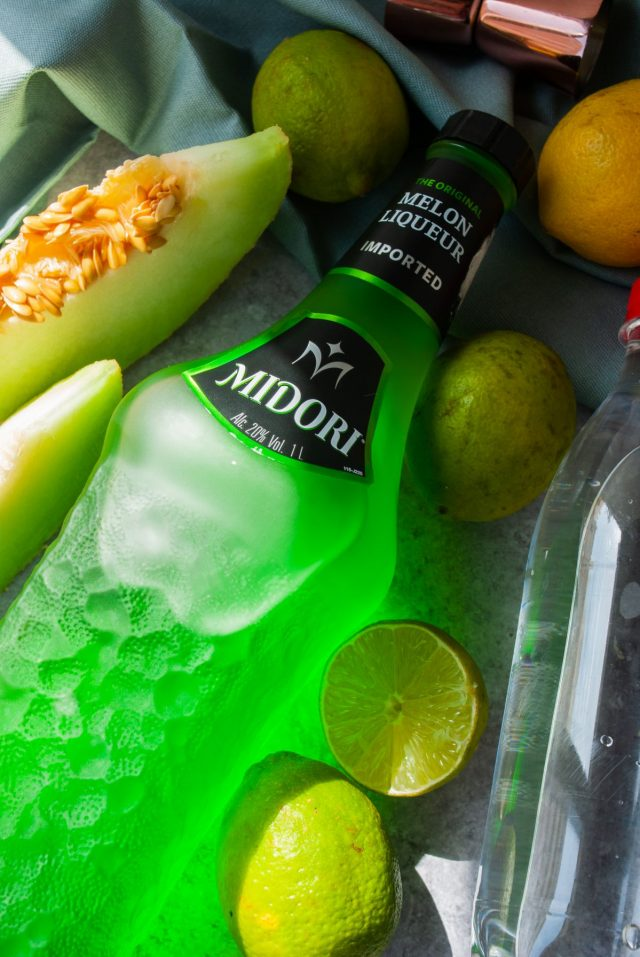 how to make midori sour - ingredients used to make the cocktail drink